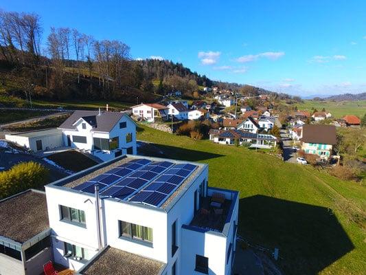 Referenzen, Reitnau | Flachdach | Kunz Solartech