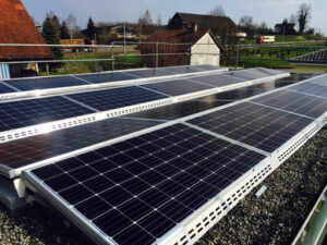 Solaranlagen - image Flachdach-300x225 on https://kunz-solartech.ch