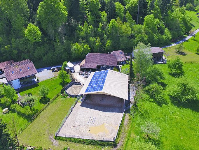 Solaranlage auf Pferdestall mit Trapezblech in Langnau bei Reiden, K2-Systems Solaredgeoptimiert