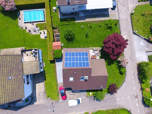 Solaranlage in Zofingen, Aufdach, Polykristalline Solarmodule Megasol, K2 Systems und Solaredge optimiert