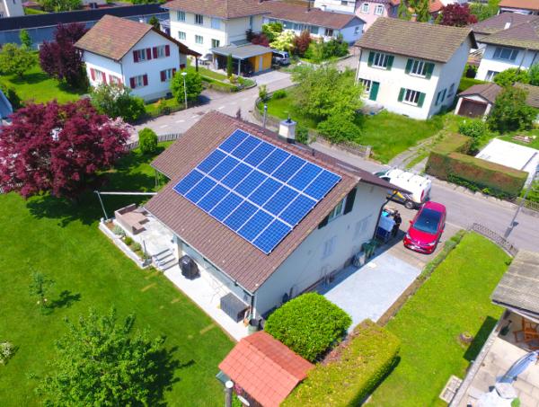 Referenzanlagen - image Tschudi_Kunz_Solartech_Beitrag_01-600x453 on https://kunz-solartech.ch
