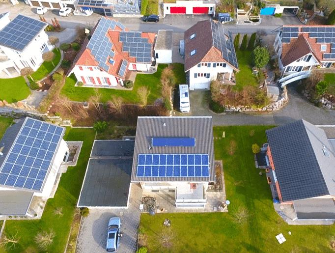 Solar-Quartier Aufdach Photovoltaik Solaredge Optimiert