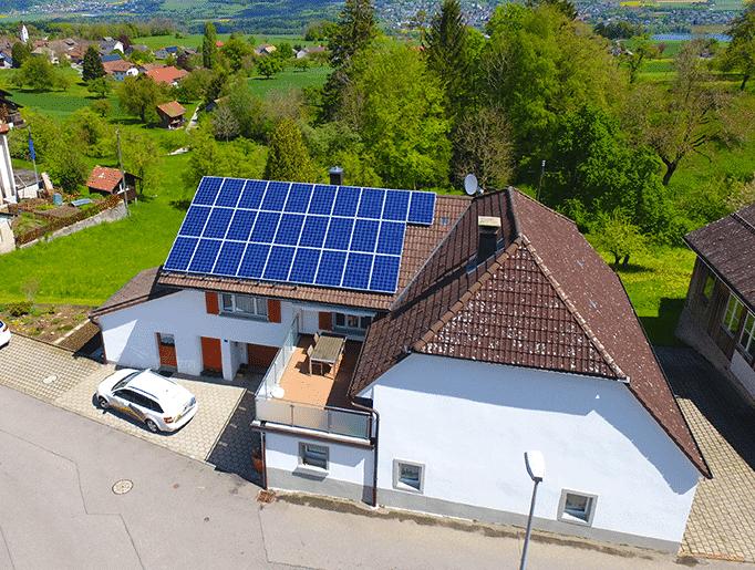 Solaranlage in Leutwil, Solaredgeoptimiert, Ja-Solar und Schletter GmbH