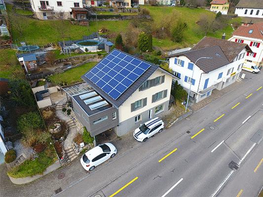 Solaranlage Aufdach in Vordemwald. SolarEdge optimiert und Ohne Speicher. Suntechpower und Schletter